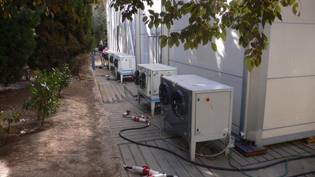 condensing units geven warme lucht af aan de buitenlucht